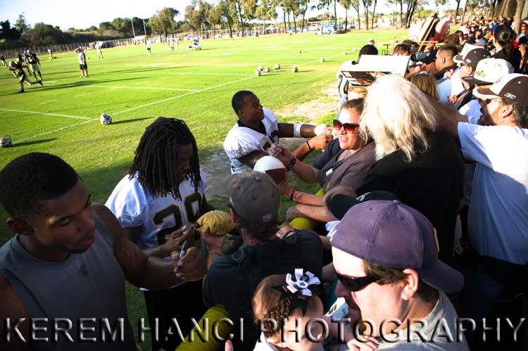 New Orleans Saints' running back Chris Ivory signing Vivienne's hat